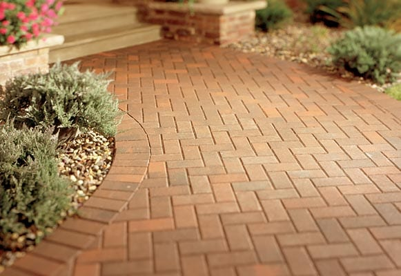 Belgard pavers original designs for your construction for Colocar adoquines en jardin