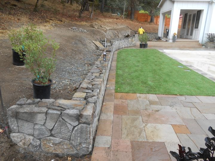 Travertine patio, natural stone wall and syntetic grass installation in Calistoga, Napa County, Sonoma County, Lake County